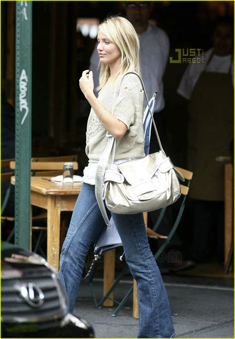 Cameron Diaz And Mayer Dating by Mayer Wears S Shoes Photo 540051 Cameron