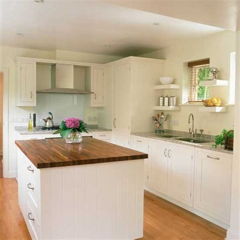 White Shaker Kitchen Earthy Shaker Kitchen Shaker Kitchens Kitchen Design