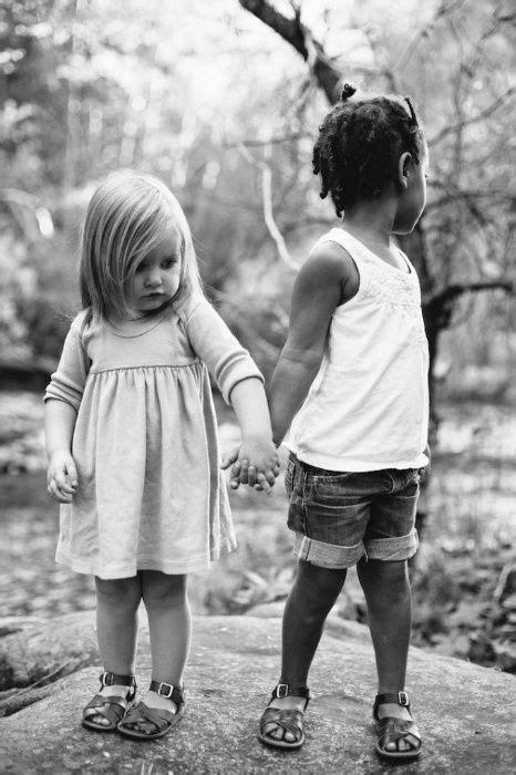 Inseparáveis: amizade entre filha biológica e adotiva