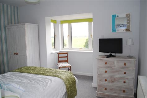 main bedroom wharf main bedroom 2 the cotswold cottages