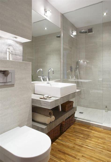 badezimmerboden und dusche fliesen ideen modernes bad walk in dusche glaswand wandfliesen