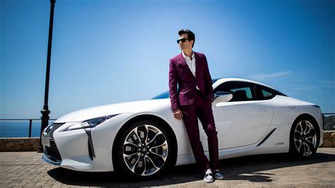 lexses car luxury and hybrid cars lexus uk