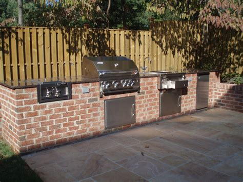 Outdoor Patio Fencing by Outdoor Kitchen With Privacy Fence And Patio