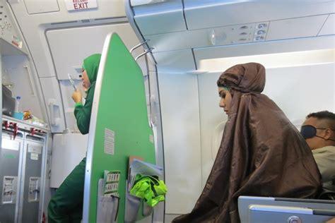 citilink umrah salut pramugari citilink salat di pesawat