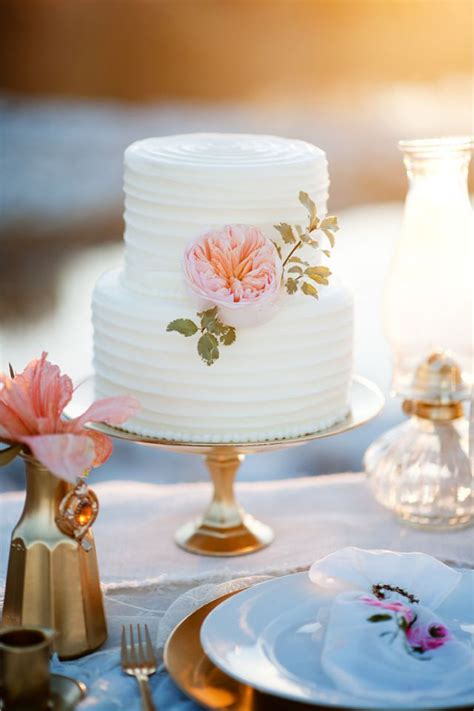 Small Wedding Cakes Pictures by 25 Best Ideas About Small Wedding Cakes On