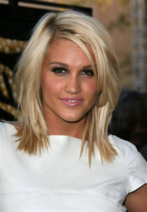how to cut medium length hair in layers ashley roberts layered hairstyle for medium length hair