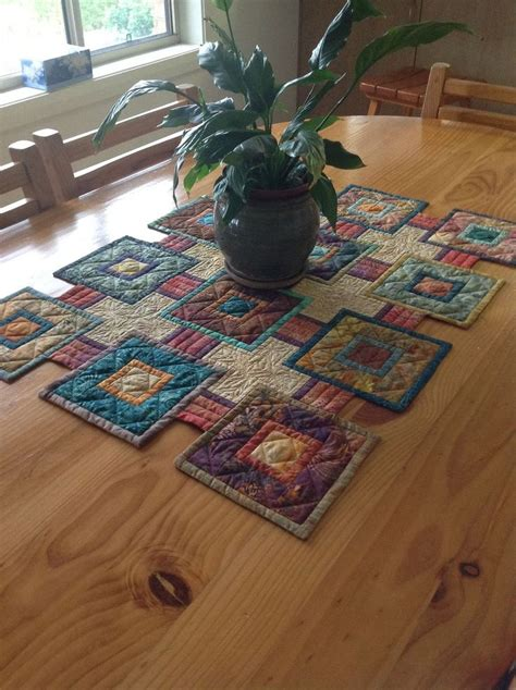 Patchwork Table Runner Patterns - 1000 ideas about quilted table runners on