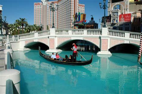 gondola boat vegas the gondola boats at the venetian jason crouch would
