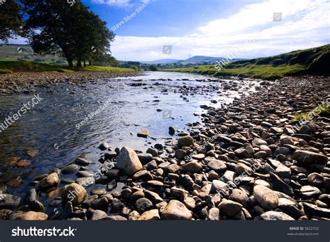 S Day United Kingdom The River Ure Near Hawes Dales National Park