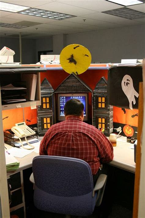 cubicle ideas for guys 17 best ideas about halloween cubicle on pinterest
