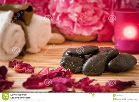 massaggio con le candele massaggi le pietre i fiori le candele tovaglioli