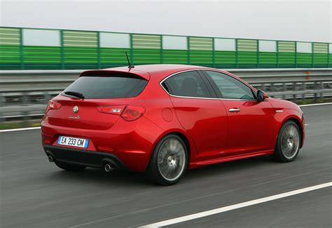 alfa romeo hatchback international premiere for alfa romeo giulietta hatchback