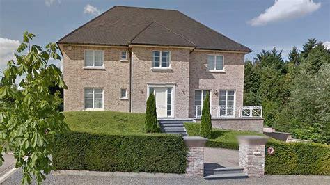 puigdemont alquila una casa en waterloo belgica por  euros al mes rtvees