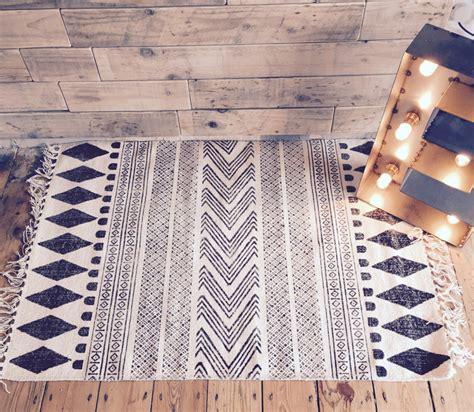 moderne teppich läufer skandinavische stoffe schwarz weiss loopele
