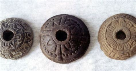 Spindle Pin 38 Mm Bv38mm ceramic spindle whorls with sun and flower motifs from xaltocan mexico http www mexicolore
