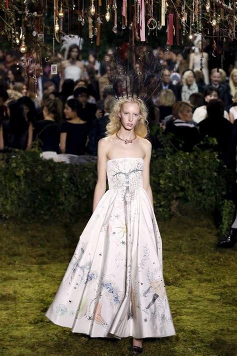 emma watson biography corta en ingles emma watson se luce con hermoso vestido inspirado en el