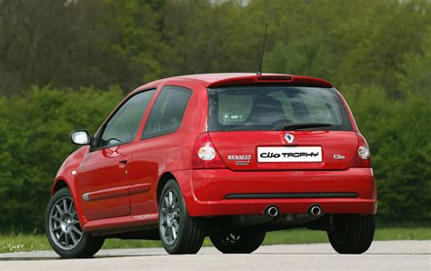 clio renault 2005 renault clio renaultsport review 2001 2005 parkers