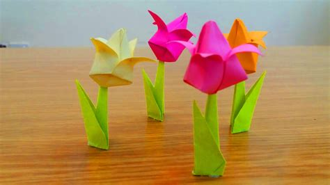 How Do You Make Paper Flowers - how to make paper tulip flowers easy easy diy tulip