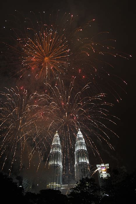 new year malaysia 2014 fireworks and tragedy as world rings in new