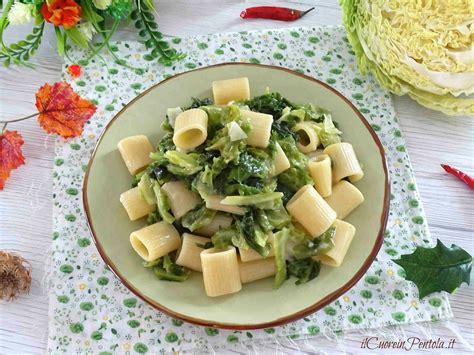 ricetta per cucinare la verza pasta con la verza ricetta pasta e verza il cuore in pentola