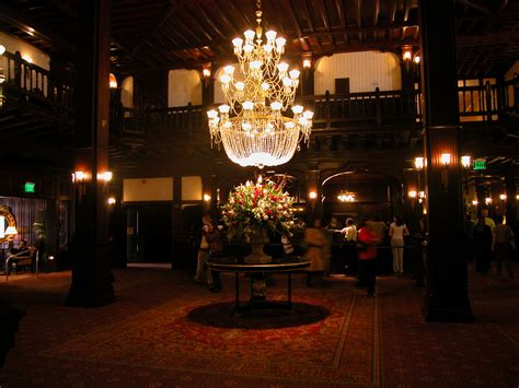 file hoteldelcoronado lobby jpg wikimedia commons