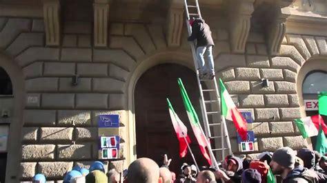 sedi ue neofascisti di casapound assaltano la sede dell unione