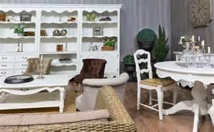 landhausstil wohnzimmer wohnzimmer mit sofa im landhausstil hell und so gem 252 tlich