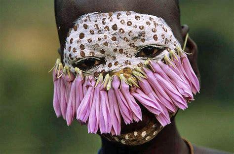 Motif Wajah Separuh 15 potret langka suku pedalaman di eksotis tiada