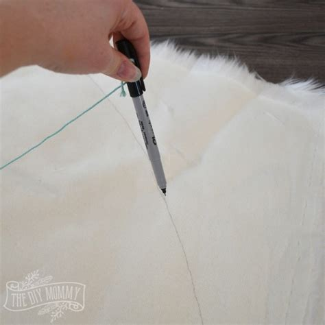 How To Make A Tree Skirt - make a no sew faux fur tree skirt
