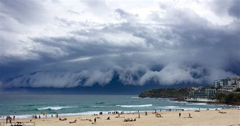 Shelf Cloud Sydney by Sydney Weather Sees Shelf Cloud Roll Across The Sky Bringing And Strong Winds Daily Mail