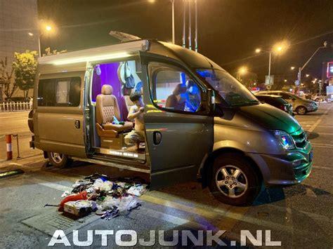chinees bouwt zelf een luxe camper  midden  de nacht