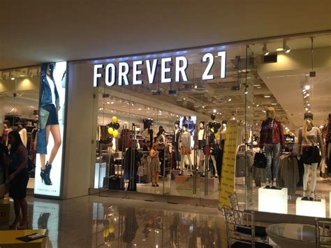 Forever 21s Luxe Big Twelve By Twelve Is Here by One Thousand Looks Forever 21 El Salvador Pre Opening