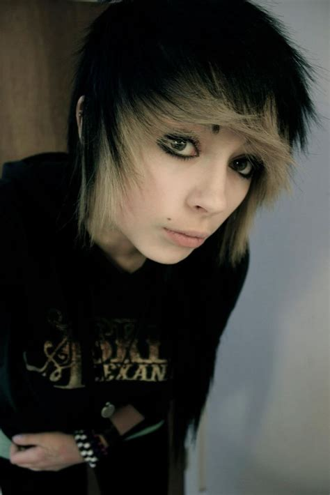 emo indie hairstyles not gonna lie kind of looks like a transvestite no