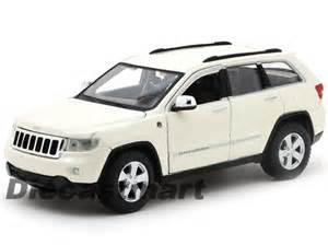maisto 1 24 jeep grand 2012 laredo new diecast