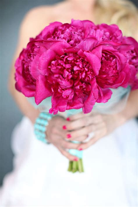 peonies bouquet wedding trends peony bouquets part 2 the magazine