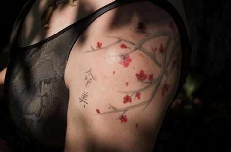 cherry blossom shoulder tattoo cherry blossom tattoos designs ideas and meaning