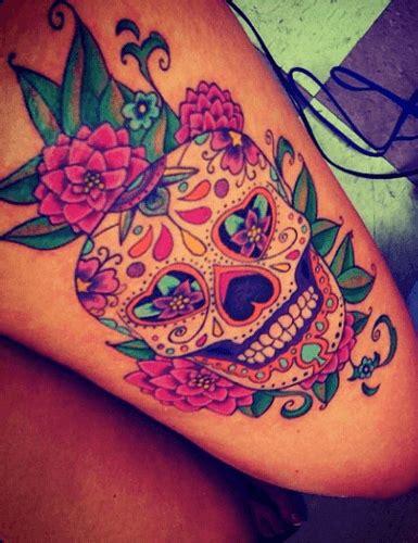 teschio messicano fiori tatuaggio teschio messicano simpatico e pieno di simbologia