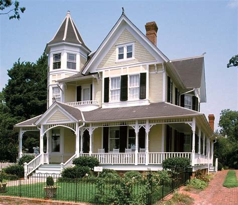 queen anne style homes 25 best ideas about queen anne houses on pinterest