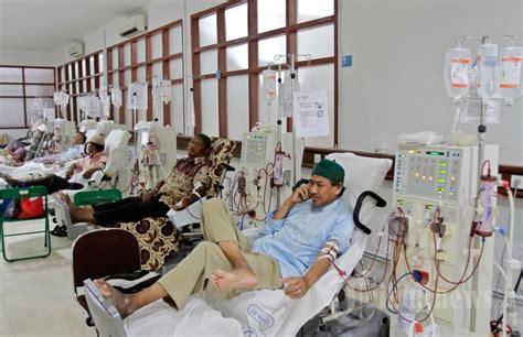 Mesin Hemodialisa cuci darah dialisis untuk mengatasi gagal ginjal permanen