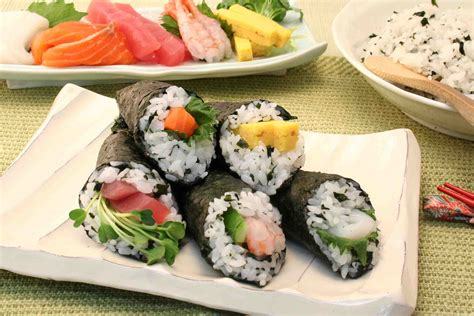 Cetakan Sushi Roll Cone sushi sashimi the basics 4 5 sushi presentations te maki zushi cone sushi shizuoka gourmet
