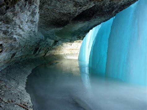 frozen waterfalls behind minnehaha s frozen falls kuriositas