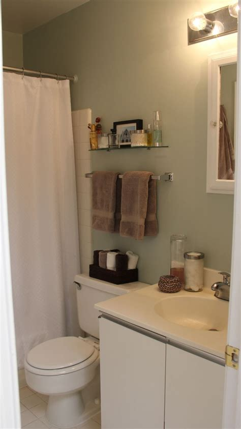 apartment bathroom decor 1000 ideas about college apartment bathroom on pinterest