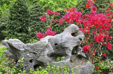 Garten Sache by Garten Mit Mos Felsen Und Viel Sache Stockfoto Bild