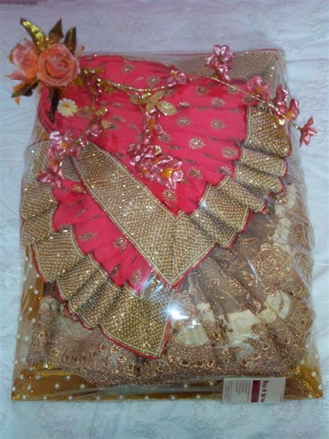 n wrap saree packing done in flower theme