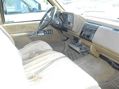 94 Chevy 1500 Interior by Llight Brown Brown Cloth Interior 350 V 8 Auto 2 Door