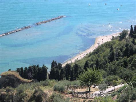 d italia pesaro pesaro la spiaggia di fiorenzuola di focara tra le pi 249