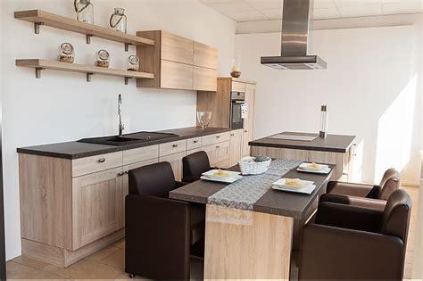 küche landhausstil mit kochinsel k 252 cheninsel landhaus idee