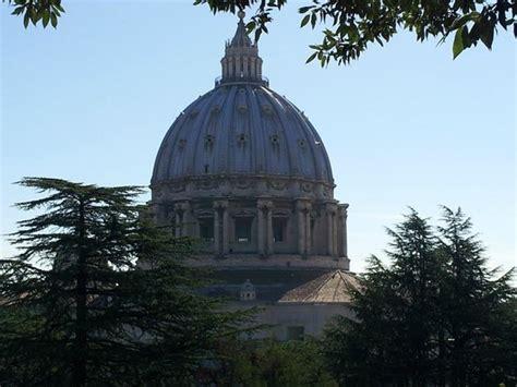 cupola di san pietro visita cupola san pietro vista dai giardini foto di giardini