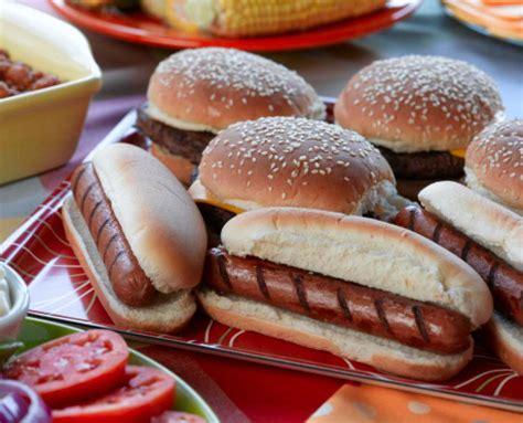dogs and hamburgers hamburgers and hotdogs www imgkid the image kid has it