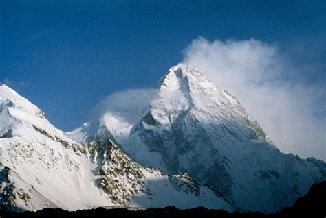polish climbers  scale deadly  peak  winter